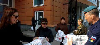 Десантники и кадеты Каменска-Уральского раздали приглашения-пакеты на общегородской субботник (видео)