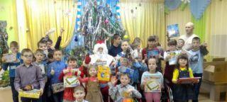 Каменские десантники устроили новогодний праздник для детей реабилитационного центра