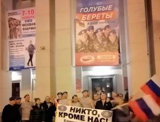Каменские десантники побывали на концерте Голубых Беретов