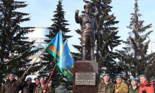В Екатеринбурге открыли памятник Маргелову