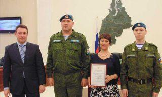 Десантники Каменска-Уральского получили награду от полпреда Холманских