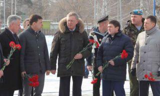 Губернатор Свердловской области посетил Каменск-Уральский Мемориал Погибшим Защитникам Родины