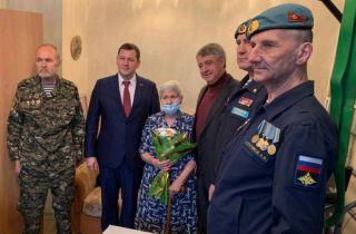 Каменские десантники посетили маму Сергея Авдеева