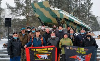 Десантники поздравили морских пехотинцев Каменска