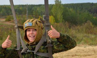 Каменские десантники приглашают на бесплатные прыжки с парашютной вышки!